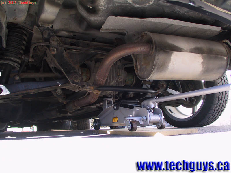 Chevy Malibu 2012 >> www.TechGuys.ca | How to: Jack up a vehicle using a floor jack